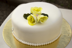 George's Fondant Classic White Cake with Yellow Rose